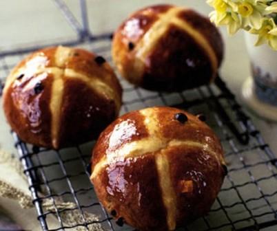 Коричные булочки с крестом