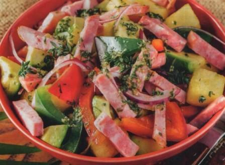 салат с фруктами и ветчиной по Кубински