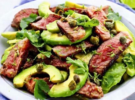 Салат из стейка и авокадо