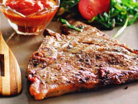 т-бон стейк с соусом барбекю